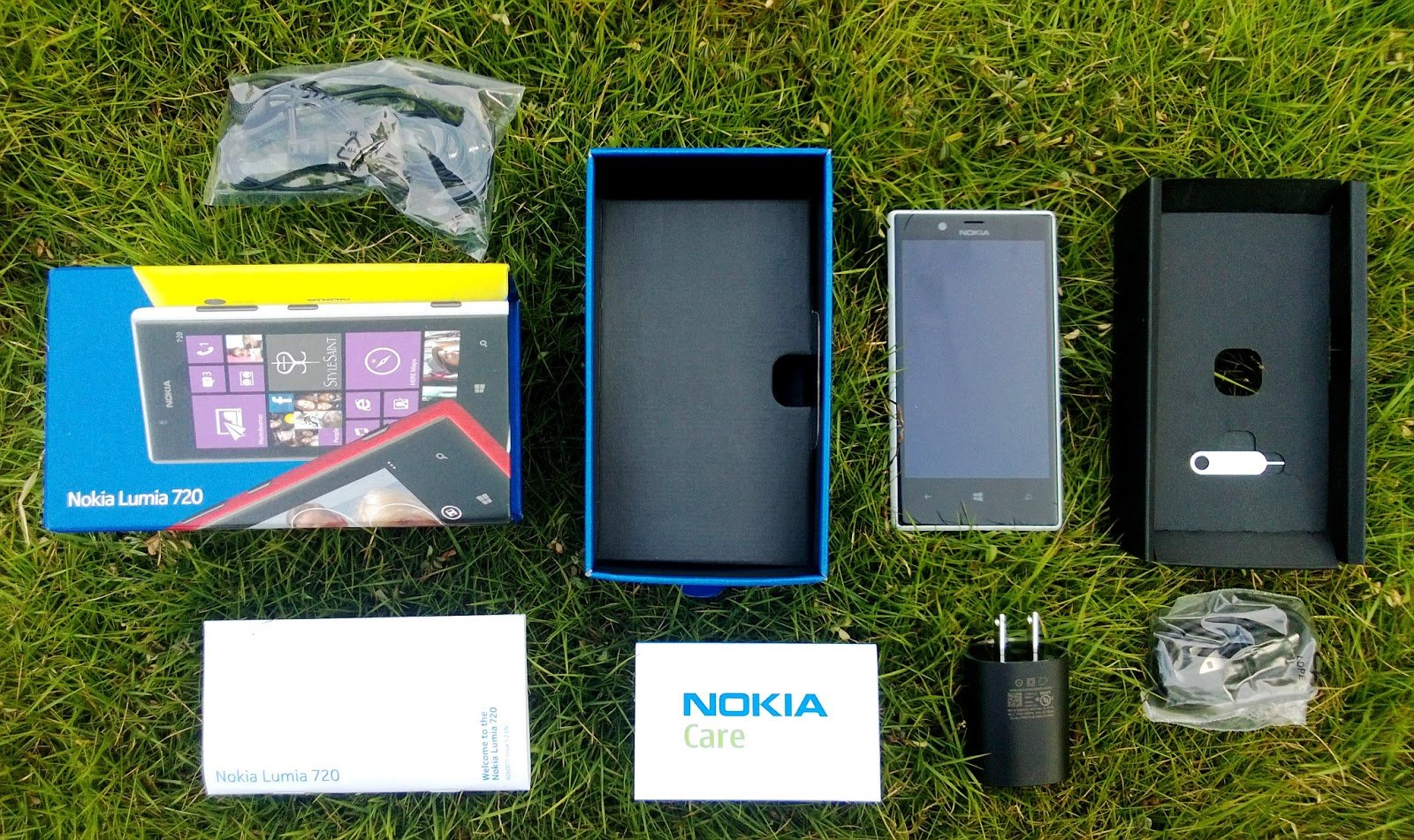 Nokia Lumia 720 Out Of The Box.jpg